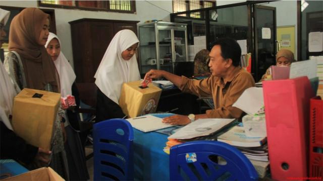 guru ikut berpartisipasi pemilihan ketua osis ipnu dan ippnu smk nuris jember
